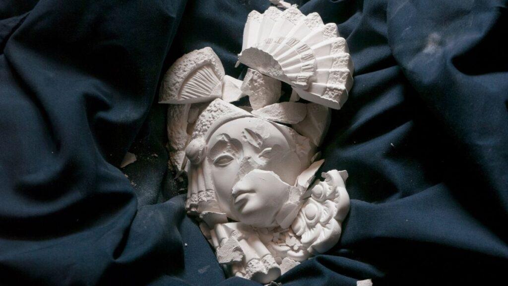 How to Repair Plaster of Paris for Crafts